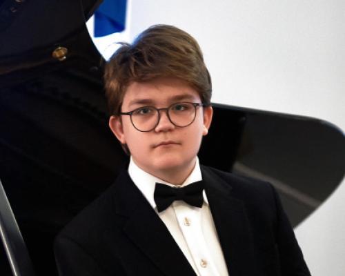 Pyotr Akulov at the piano